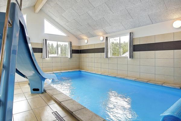 poolhus 24 personer_swimmingpool_090-92486