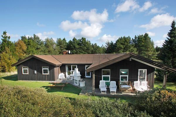 529eb7731e2 Skønt sommerhus til 12 personer, med swimmingpool, beliggende i Rødhus.